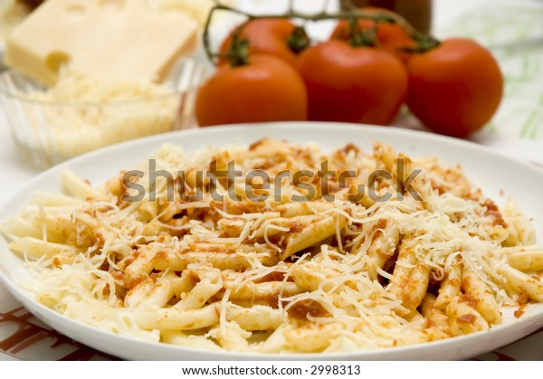 Macaroni with tomato and cheese