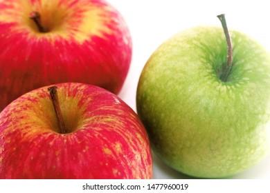 Macas frutas em closeup (Apple fruits closeup in portuguese)