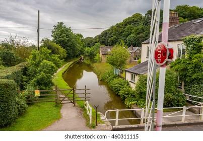 Macclesfield, Cheshire, UK. July 25th 2016. Swing bridge over canal, Macclesfield, Cheshire, UK