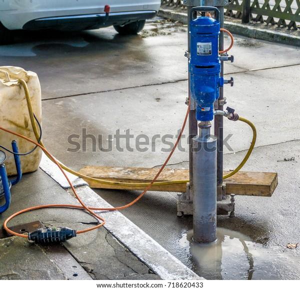 machine-drilling-cores-use-concrete-600w