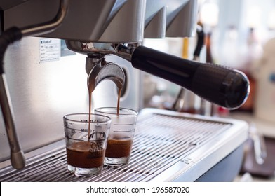 Machine with filter holder having make coffee flowing into a cup.
