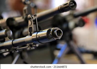 Machine gun front sight and muzzle