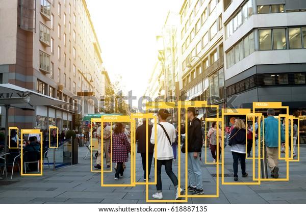 Análise de aprendizado de máquina identificam tecnologia de pessoa, conceito de inteligência artificial. Software ui análise e reconhecimento de pessoas na cidade com efeito de luz flare (borrão todo o rosto humano)