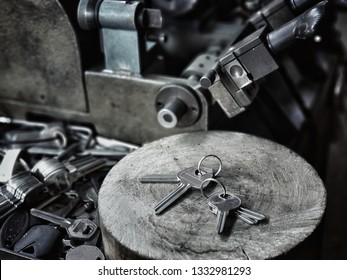 Machine making of duplicate with many key used for copying keys is a spare.locksmith