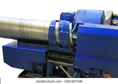 Machine for for manufacturing metal pipes and tubes in the factory.