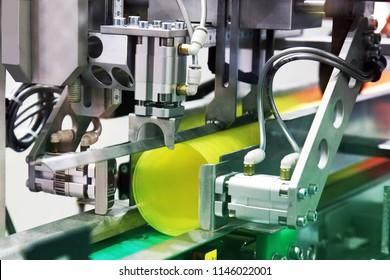 Machine packaging industry. Plastic Cup packaging machine.