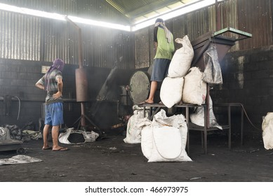 Machine for powderizing carbonized coconut shells with people