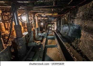 machinery in modern coal mine