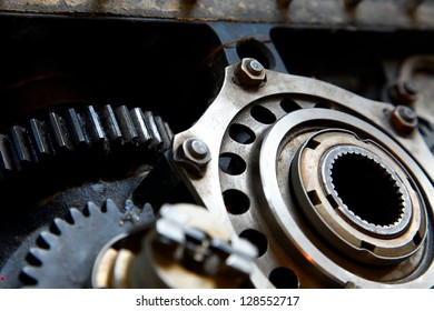 Machinery structure with metal cogwheels