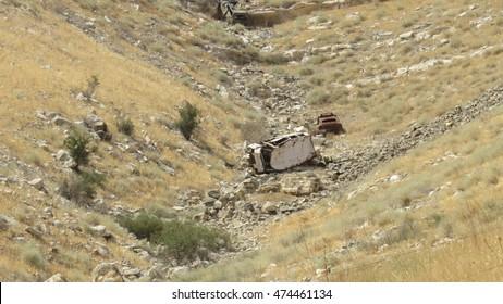 machines the bottom of the ravine in golan