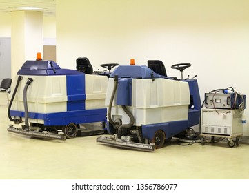 Machines for cleaning large spaces. Professional floor cleaning machines. High-performance autonomous self-propelled scrubber.
