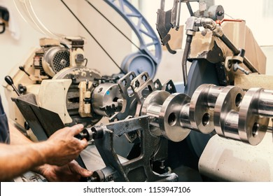machining of engine parts, grinding crankshafts