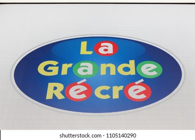 Macon, France - May 27, 2018: La grande recre logo on a wall. La Grande Récré is a chain of toy store present in France, Belgium, Spain, Morocco and Ivory Coast