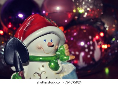 macro background texture desktop screensavers christmas new year 2018 decoration snowman shovel hat red scarf gift
