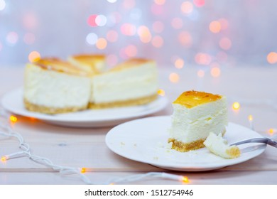 Macro cheesecake at the table