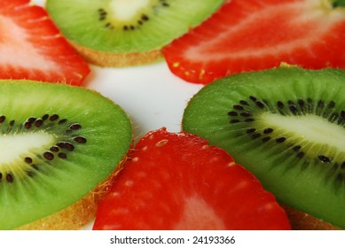 Macro close up of a plate of alternating strawberry kiwi slices.