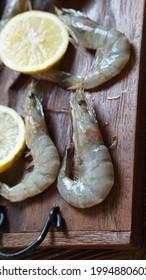 Macro photography - fresh shrimp with lemon.