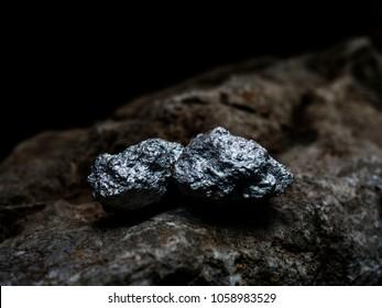 マクロ銀鉱、銀鉱の貴石
