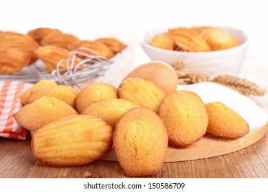 madeleine cookie with ingredient