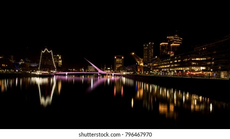 Madero Harbour at night (long exposition)