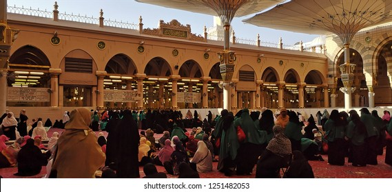 MADINAH , SAUDI ARABIA - OCTOBER 18 , 2018: A view of ladies que in front of Raudhah entrance at Nabawi Mosque in the evening in Madinah, Saudi Arabia on October 18, 2018.