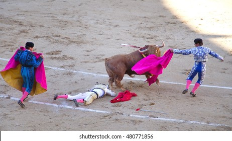 """Madrid - April 16, 2016: Spanish toreros is performing a bullfight at the bullfight arena on April 16, 2016 in Madrid (Spain). """"Corrida"""" (bullfighting) of bulls is Spanish tradition."""