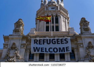 """Madrid City Hall """"Refugees Welcome"""" large banner. Plaza de Cibeles CentroCentro building sign hanging on top."""