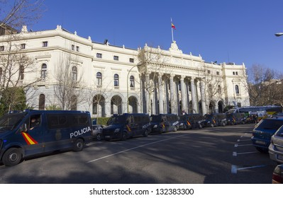 MADRID - FEB 23: Madrid Stock Exchange protected by the police before the disturbances caused by the labor reform law of the Partido Popular and the economy crisis in Madrid on February 23, 2013