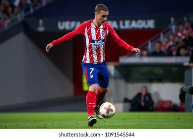 MADRID - MAY 3: Antoine Griezmann plays at the Europa League Semi Final match between Atletico de Madrid and Arsenal at Wanda Metropolitano Stadium on May 3, 2018 in Madrid, Spain.