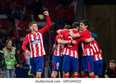 MADRID - MAY 3: Atletico players celebrate the victory at the Europa League Semi Final match between Atletico de Madrid and Arsenal at Wanda Metropolitano Stadium on May 3, 2018 in Madrid, Spain.