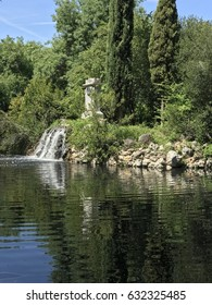 Madrid park, Capricho lake.