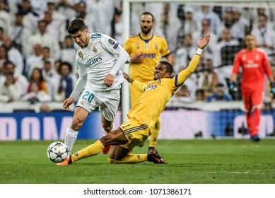 Madrid, Spain. April 11, 2018. UEFA Champions League. Real Madrid - Juventus 1-3.Douglas Costa, Juventus, on Marco Asensio, Real Madrid.