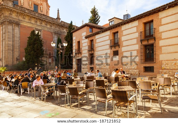 Madrid Spain April 3 People Relaxing Stock Photo Edit Now