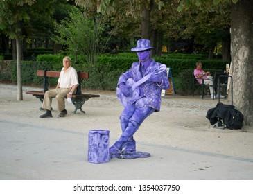 MADRID, SPAIN - AUGUST 26: Street mime artist in the Buen Retiro Park on August 26, 2014 in Madrid, Spain
