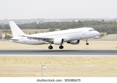 MADRID, SPAIN - AUGUST 8th 2015: Aircraft -Airbus A320-211-, of -SmartLynx- airline, is landing on Madrid-Barajas -Adolfo Suarez- airport, on August 8th 2015.