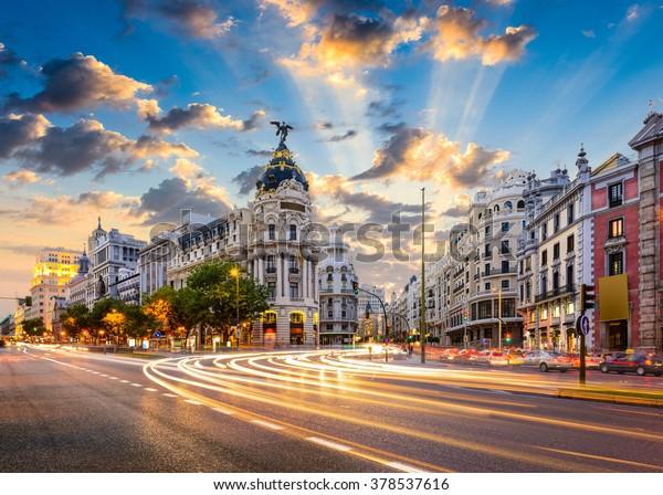 Madrid, Spanien Stadtbild in der Calle de Alcala und Gran Via.