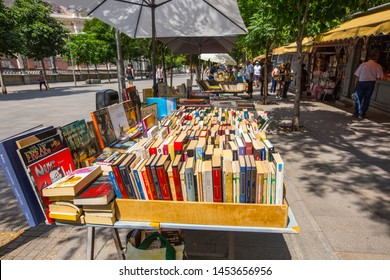 MADRID, SPAIN - June 2019: Madrid Book Market  en Paseo del Prado, Spanish Books, Madrid, Spain