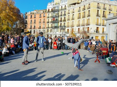 Madrid, Spain-December 8, 2014 Unidentified break dance dancers  on the square Oriente in the center of Madrid on December 8,2014 in Madrid, Spain