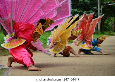 MAE HONG SON, THAILAND - JULY 13 : Children of Shan them show kinnari dance are culture and tradition of Shan people for traveler at Pangmapa School on JULY 13, 2014 in Mae Hong Son, Thailand.