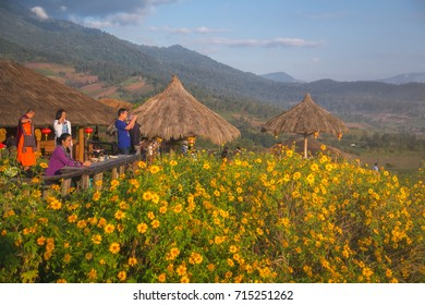 MAE HONG SON, THAILAND - NOVEMBER 15, 2014 : People waiting see sunrise on the morning at YUN LAI view point of Pai town above the Chinese Village at Pai district, Mae Hong Son province, Thailand