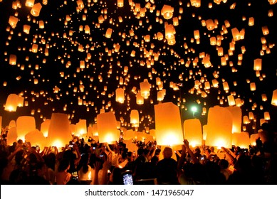 MAE JO-CHIANG MAI, THAILAND - OCTOBER 25, 2014: Buddhists release sky lanterns to worship Buddha's relic on Yi Peng(Loi Kratong) festival,most popular event on October 25, 2014 in Chiang Mai, Thailand
