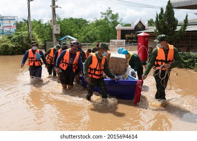 Mae Sot, Tak, Thailand - July 27, 2021 : Thai Army soldiers helping  flood victims and goods to escape the flood to a higher place at Rim Moei Market. Tak, Mae Sot, Tak, Thailand.