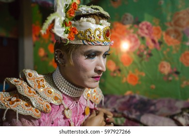 MAE SOT, TAK, THAILAND - MARCH 10, 2017 : Unidentified Myanmar actor is dressing a beauty glitter attire in the room behind contemporary stage Wat Tha-Aad Mai, Thasailuad, Mae Sot, Tak, Thailand.