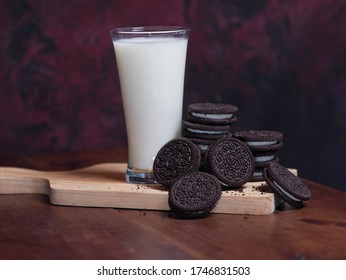 MAGETAN, INDONESIA - APRIL 26, 2020: Best photo of Oreo bake with milk