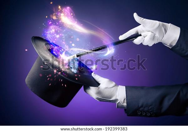 Zauberhand mit Zauberstab und Hut