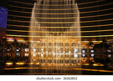 "Magnificent evening performance "" Dancing fountains "" in a complex of hotels of island Ma?au"