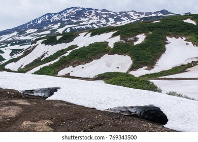 a magnificent view of the tops of volcanoes in Kamchatka