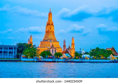 The magnificent Wat Arun temple in evening illumination is one of the most notable landmark of Bangkok, Thailand
