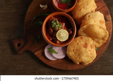 Maharashtrian Spicy Cuisine. Malvani special dish kombadi wade, Chicken-wade