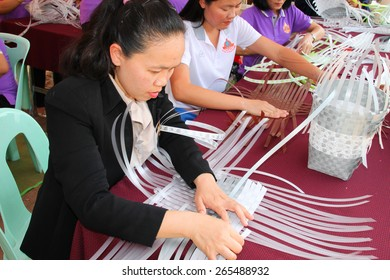 MAHASARAKHAM - MARCH 9 : Group of women learn to weave plastic basket at Fix It Center public exhibition on March 9, 2015 in Mahasarakham, Thailand.